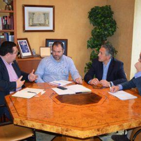 El Grupo Municipal de Ciudadanos se reúne con el nuevo presidente de la Cámara de Comercio de Oviedo, Carlos Paniceres