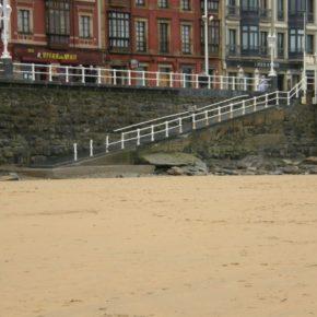 Ciudadanos exige soluciones para la falta de arena en la playa de San Lorenzo
