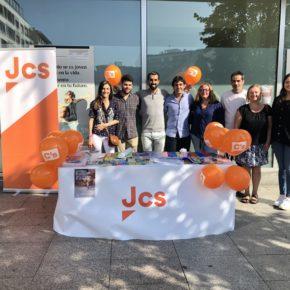 Los Jóvenes de Ciudadanos Asturias realizan una recogida de material escolar para donarlo