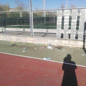 """Ciudadanos Noreña denuncia el """"estado de abandono y suciedad"""" en el que se encuentra la pista deportiva de los Riegos"""