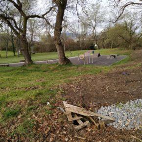 Ciudadanos denuncia la falta de seguridad en el acondicionamiento del parque de agility en La Fresneda.