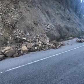 Cs Cabrales alerta de la peligrosidad de un argayo en la carretera nacional que une las Peñamelleras y Cabrales