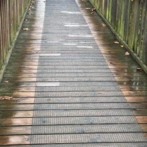 """Cs de San Martín reclama mejoras en la pasarela que da acceso al colegio """"El Bosquín"""""""
