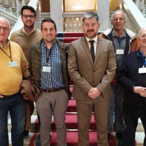 Vecinos de Colunga acuden al Parlamento para reclamar una acceso peatonal entre Loroñe y Gobiendes